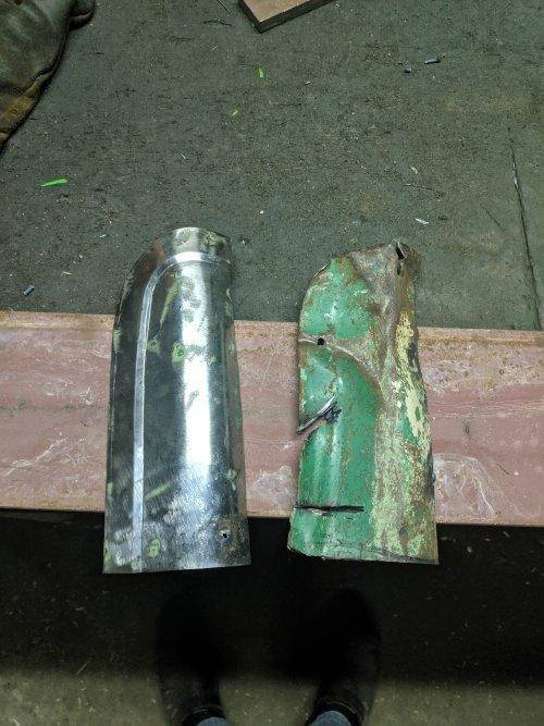 Foto van een Deutz D7506. Een reparatie stukje in de maak voor het 2de spatbord, gemaakt uit orgineel staal wat er op een andere plek uit is gekomen