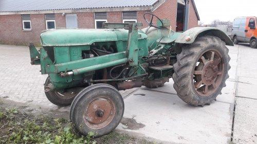 Foto van een Deutz D40 een vroege d40 gekocht, iemand die weet hoe de versnellingen liggen? Motor loopt nog niet
