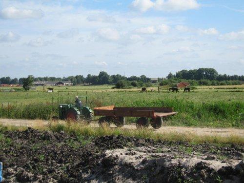 Foto van een Deutz D15 stompkop met kar. Geplaatst door volvoa25gek op 29-06-2008 om 11:04:56, op TractorFan.nl - de nummer 1 tractor foto website.