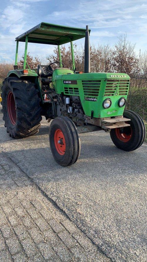 Foto van een Deutz D6006. De tractor word zo steeds completer voordat ik hem wil restaureren. Onlangs voorzien van een andere motorkap en het zonnedak.