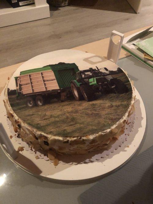 Foto van een Deutz DX taart !. Geplaatst door MRVNDT op 12-03-2021 om 08:58:36, met 17 reacties.