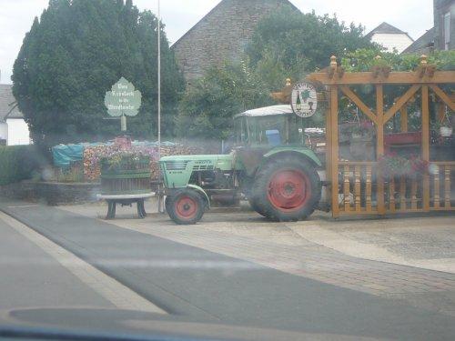 Foto van een Deutz D4006, bezig met poseren.. Geplaatst door fendtiscool op 18-07-2008 om 16:33:26, op TractorFan.nl - de nummer 1 tractor foto website.