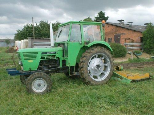 Foto van een Deutz D6806, bezig met gras maaien.. Geplaatst door nico_deutz op 21-08-2008 om 19:45:20, op TractorFan.nl - de nummer 1 tractor foto website.