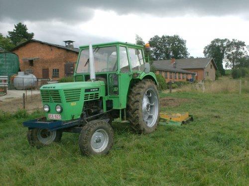 Foto van een Deutz D6806, bezig met gras maaien.. Geplaatst door nico_deutz op 21-08-2008 om 19:45:50, op TractorFan.nl - de nummer 1 tractor foto website.