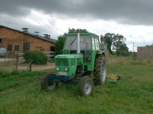 Foto van een Deutz D6806, bezig met gras maaien.. Geplaatst door nico_deutz op 21-08-2008 om 19:46:18, op TractorFan.nl - de nummer 1 tractor foto website.
