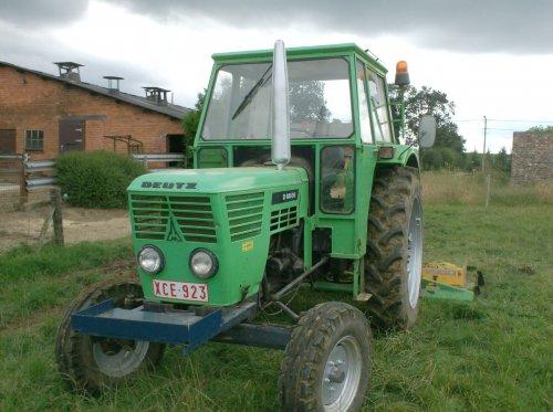 Foto van een Deutz D6806, bezig met gras maaien.. Geplaatst door nico_deutz op 21-08-2008 om 19:46:46, met 11 reacties.