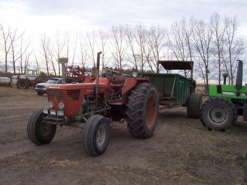 Foto van een Deutz D10006, bezig met bemesten. Bij lok in Canada.. Geplaatst door superdeutz8005 op 04-11-2008 om 02:54:13, met 5 reacties.