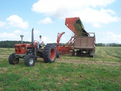 Foto van een Deutz D13006, bezig met gras hakselen. lok farms. Geplaatst door superdeutz8005 op 04-11-2008 om 03:06:53, met 3 reacties.