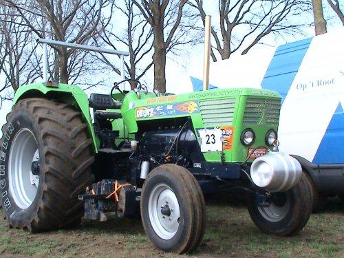 Foto van een Deutz D13006 van het Team Little Baby , bezig met tractorpulling.. Geplaatst door Patrick612 op 11-04-2009 om 18:41:56, met 4 reacties.