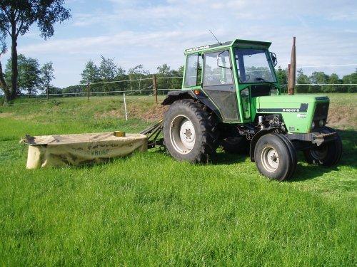 Een foto van een Deutz D6507c bezig met gras maaien. Geplaatst door  op 15-06-2009 om 18:46:31, op TractorFan.nl - de nummer 1 tractor foto website.