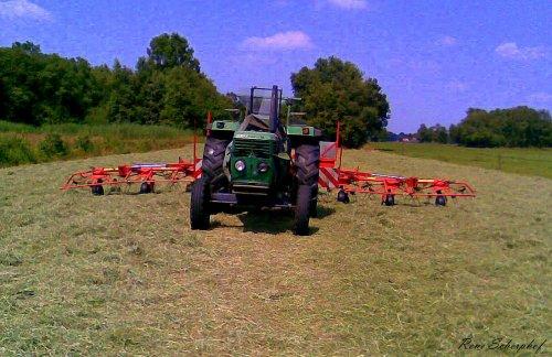 Foto van een Deutz D6806, bezig met gras schudden.. Geplaatst door SkarphofJDFan op 30-06-2009 om 16:40:02, op TractorFan.nl - de nummer 1 tractor foto website.