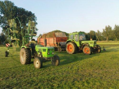 Foto van een Deutz Meerdere, bezig met gras inkuilen.. Geplaatst door joozt op 19-07-2009 om 19:33:37, met 7 reacties.
