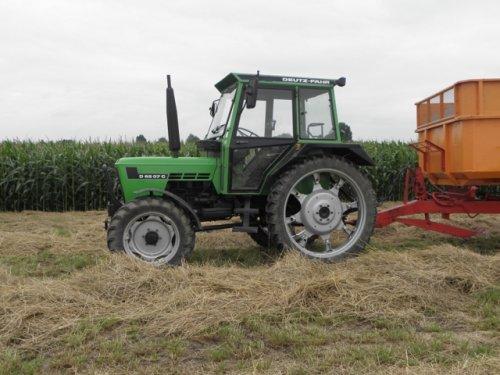 Een van de afvoer combinaties voor het graszaad van Landbouwbedrijf Straver een Deutz D6007 C.  Meer? houd http://www.trekkertrekker.nl in de gaten!