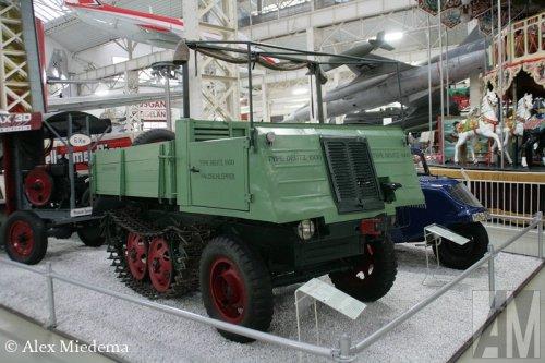 Foto van een Deutz 1500 Waldschlepper, opgebouwd als open laadbak.. Geplaatst door Alex Miedema op 06-12-2014 om 14:00:37, op TractorFan.nl - de nummer 1 tractor foto website.
