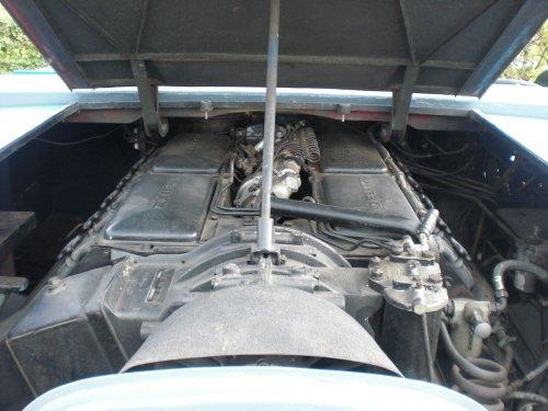 Foto van een Deutz Vliegtuig puller. De V12 motor die erin ligt.. Geplaatst door nhmonteur op 30-10-2011 om 12:12:59, met 5 reacties.