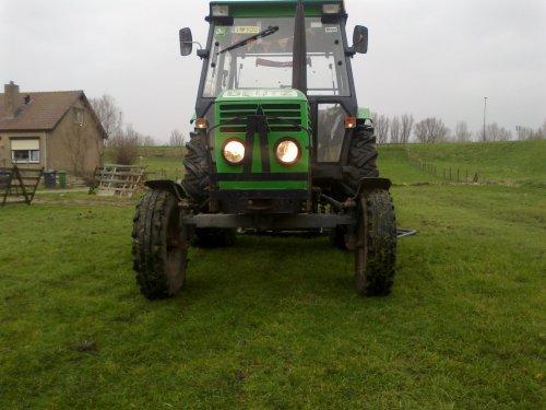 Foto van een Deutz D6206, bezig met weideslepen.. Geplaatst door jwvanerk op 18-03-2012 om 13:05:02, op TractorFan.nl - de nummer 1 tractor foto website.