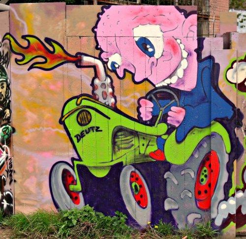 Foto van een Deutz Humor, bezig met poseren. De eerste tekens van boerengraffiti kwam ik vandaag tegen in Maastricht.