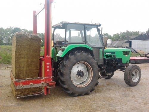 Tijdelijke voercombie. Geplaatst door MF- 4255 op 23-05-2012 om 22:13:50, op TractorFan.nl - de nummer 1 tractor foto website.