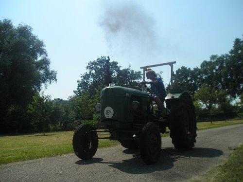 Foto van een Deutz Sjomp, bezig met poseren.. Geplaatst door jim353 op 26-07-2012 om 15:13:54, op TractorFan.nl - de nummer 1 tractor foto website.