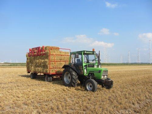 Foto van een Deutz D6007 C, bezig met balen halen. Fourage transport Kok ;-). Geplaatst door Wilco vd Kuilen op 25-08-2013 om 11:38:34, op TractorFan.nl - de nummer 1 tractor foto website.