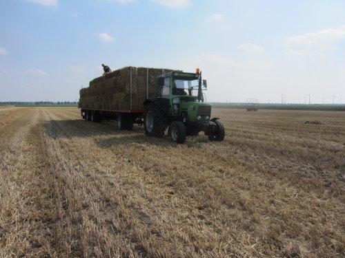 Foto van een Deutz D6007 C, bezig met balen halen.. Geplaatst door Wilco vd Kuilen op 25-08-2013 om 12:13:26, op TractorFan.nl - de nummer 1 tractor foto website.