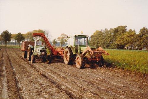 Foto uit de oude doos van Deutz Meerdere, bezig met aardappels rooien.. Geplaatst door bob de bouwer op 24-09-2013 om 21:19:01, met 2 reacties.