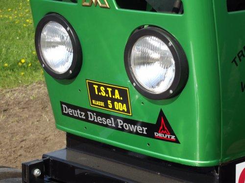 Foto van een Deutz Logo.. Geplaatst door Trekkerman Tom op 21-04-2014 om 13:33:07, op TractorFan.nl - de nummer 1 tractor foto website.