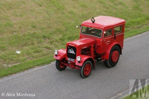 Foto van een Deutz Onbekend. Foto is genomen bij de OTMV oldtimer trekker Elfstedentocht. Meer foto's daarvan kun je vinden op http://alexmiedema.nl/2014/06/13/otmv-oldtimer-trekker-elfstedentocht-2014/