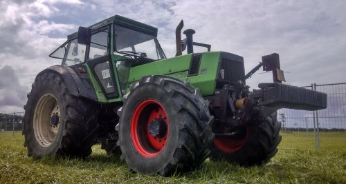 Foto van een Deutz DX 160, bezig met poseren tijden trekkertrek Swifterband.