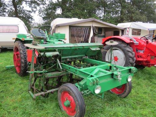 Foto van een Deutz Unisuper, bezig met poseren. Meddo 2014. Geplaatst door oldtimergek op 27-09-2014 om 18:01:16, op TractorFan.nl - de nummer 1 tractor foto website.
