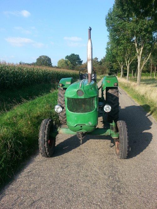 Foto van een Deutz D40S, bezig met poseren. Geplaatst door DeutzD40S16 op 05-11-2014 om 15:12:00, op TractorFan.nl - de nummer 1 tractor foto website.