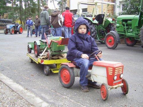 Foto van een Deutz Traptrekker. Wie weet nog dergelijke tractoren ? Graag reageren. Geplaatst door deutzmagirus op 09-11-2014 om 20:42:02, met 4 reacties.