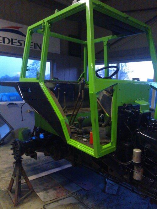 Alweer een Deutz in opbouw, nu een Deutz D7207, bezig met poseren.. Geplaatst door jaap-paulusma op 18-04-2015 om 19:00:56, op TractorFan.nl - de nummer 1 tractor foto website.