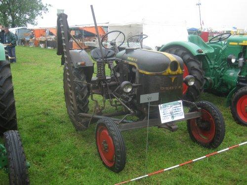 Foto van een Deutz F1L712, bezig met poseren.. Geplaatst door jordi 1455 op 17-05-2015 om 21:20:36, op TractorFan.nl - de nummer 1 tractor foto website.