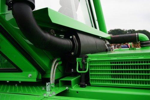Foto van een Deutz Intrac 2006, druk bezig met Poseren.. Geplaatst door Rozema op 08-08-2015 om 21:50:16, op TractorFan.nl - de nummer 1 tractor foto website.