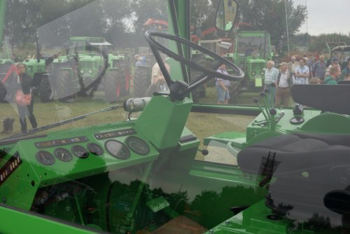 Foto van een Deutz Intrac 2006, druk bezig met Poseren.. Geplaatst door Rozema op 08-08-2015 om 21:50:59, op TractorFan.nl - de nummer 1 tractor foto website.