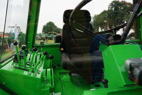 Foto van een Deutz Intrac 2006, druk bezig met Poseren.. Geplaatst door Rozema op 08-08-2015 om 21:53:08, op TractorFan.nl - de nummer 1 tractor foto website.