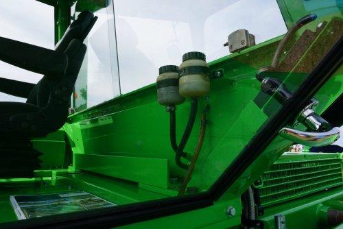 Foto van een Deutz Intrac 2006, druk bezig met Poseren.. Geplaatst door Rozema op 08-08-2015 om 22:13:16, op TractorFan.nl - de nummer 1 tractor foto website.