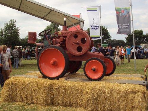 Foto van een Deutz MTH222, bezig met poseren. nordhorn 2015. Geplaatst door fomoco60 fomoco60 op 16-08-2015 om 19:45:14, op TractorFan.nl - de nummer 1 tractor foto website.