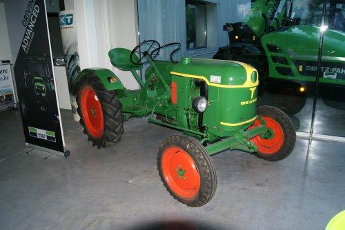 Foto van een Deutz F1L612.tijdens opendeurdagen bij Cnudde bvba in lokeren (be). Geplaatst door collin ihfan op 06-09-2015 om 19:06:02, op TractorFan.nl - de nummer 1 tractor foto website.