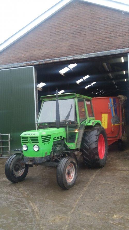 Foto van een Deutz D6206 De mengwagen van Sjonnies uitproberen. Geplaatst door twand2505 op 21-02-2016 om 21:58:31, op TractorFan.nl - de nummer 1 tractor foto website.