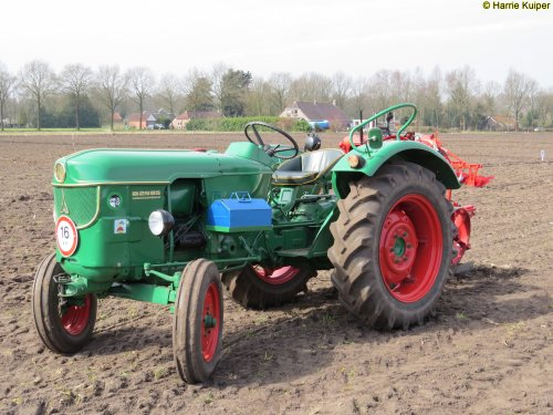 Foto van een Deutz D2505, oefen ploegdag 2-4-2016 OTMV Groningen.. Geplaatst door oldtimergek op 03-04-2016 om 13:26:21, op TractorFan.nl - de nummer 1 tractor foto website.