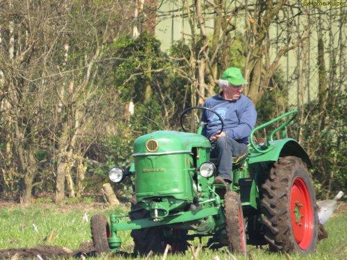 Foto van een Deutz D15, oefen ploegdag 2-4-2016 OTMV Groningen.. Geplaatst door oldtimergek op 15-04-2016 om 22:58:00, op TractorFan.nl - de nummer 1 tractor foto website.