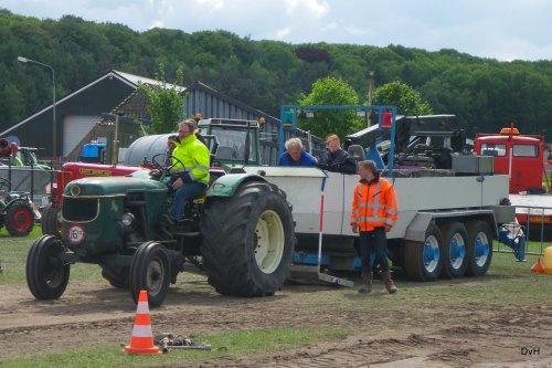 Foto van een Deutz D40, Trekkertrek Oldtimerclub De Grebbetrekkers.. Geplaatst door janklaas36 op 14-05-2016 om 22:09:08, op TractorFan.nl - de nummer 1 tractor foto website.