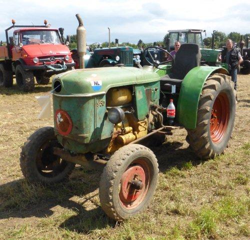 Foto van een Deutz D30P  tijdens het tractortreffen van De Limburgse Tractor Vrienden in Maastricht.
