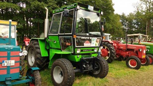 Foto van een Deutz Intrac 2004   Tijdens de Historischer feldtag 2016 Nordhorn.. Geplaatst door JoranK op 15-08-2016 om 00:01:19, op TractorFan.nl - de nummer 1 tractor foto website.