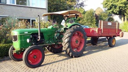 Deutz D5005 met homemade zonnedakje. Maïs hakseln 2016 met hakselploeg 7. Geplaatst door F2L612 op 24-09-2016 om 21:09:28, op TractorFan.nl - de nummer 1 tractor foto website.