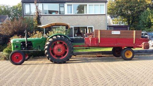 Deutz D5005 met homemade zonnedakje. Maïs hakseln 2016 met hakselploeg 7. Geplaatst door F2L612 op 24-09-2016 om 21:09:31, op TractorFan.nl - de nummer 1 tractor foto website.