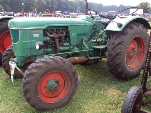 Foto van een Deutz D6005   paningen 2012. Geplaatst door fomoco60 fomoco60 op 02-10-2016 om 21:47:43, op TractorFan.nl - de nummer 1 tractor foto website.
