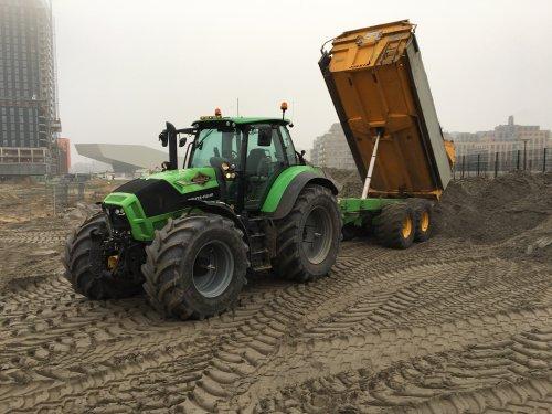 Deutz-Fahr Agrotron TTV 7.260 van gele velgen